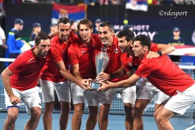 Team Serbia con la coppa della ATP CUP 2020 Sydney