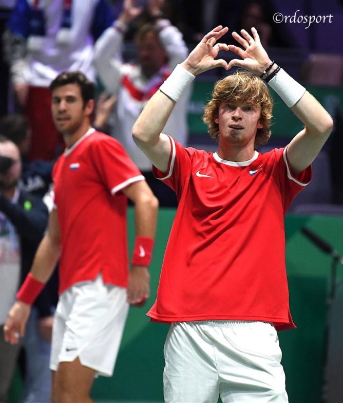 Il cuore di Andrey Rublev dopo aver battuto la Serbia in doppio - Team Russia - Davis Cup Madrid 2019
