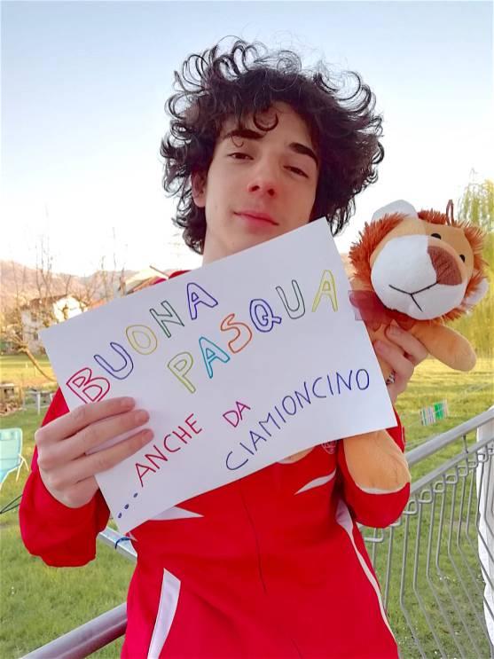 Gianmarco Dal Pont con la mascotte del gruppo under 17 CIAMIONCINO ricevuto a Pasqua 2019 in un torneo disputato proprio in questo periodo ad Imola