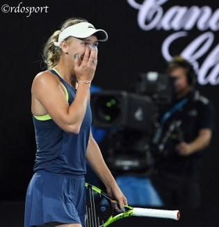 Caroline Wozniacki incredla, ha appena battuto Simona Halep nella finale degli Australian Open