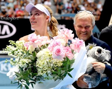 Caroline Wozniacki in lacrime, alle sue spalle papà Piotr
