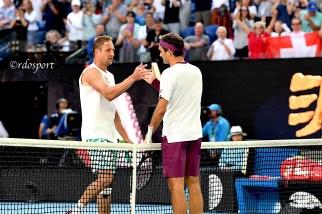 Federer batte a fatica americano Sandgren