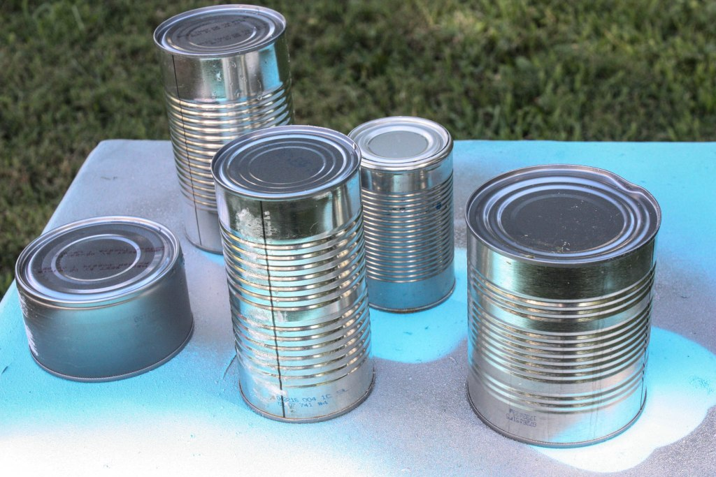 Tin Can Pumpkin project using random empty tin cans! Definitely a must try.