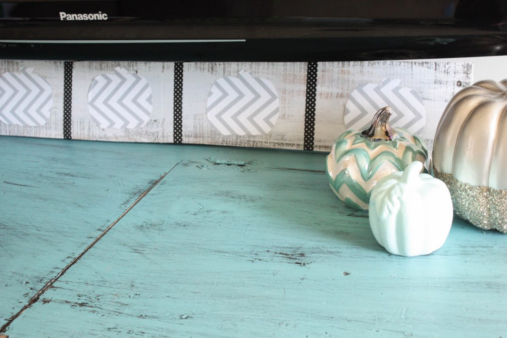 DIY Pallet Pumpkin Sign