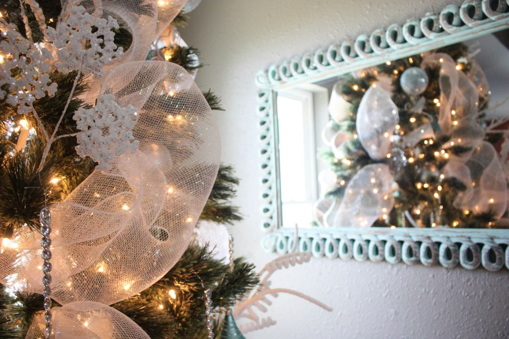 How to decorate a Christmas tree the EASY way! Step by step instructions!