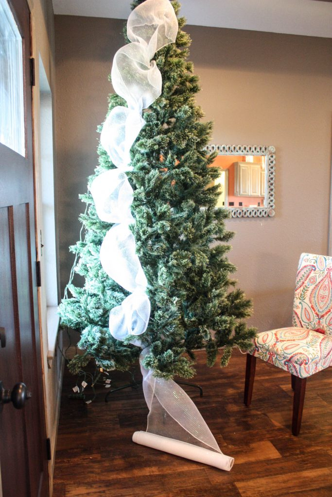 How to Decorate a Christmas Tree from Start to Finish the