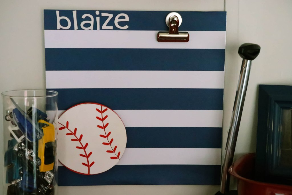 DIY Magnetic Artwork holder! Wow...now THIS is a super easy and fun piece for showcasing your child's artwork!