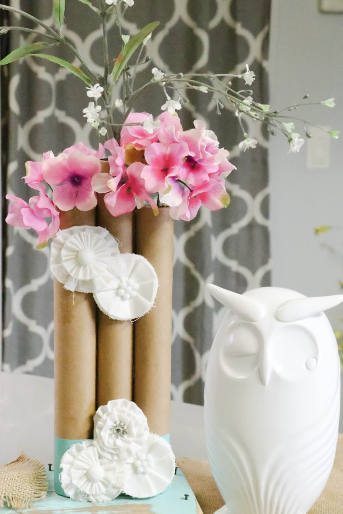 How to make a set of 3 paper towel roll vases! Easy and cheap DIY project that is so dang cute!