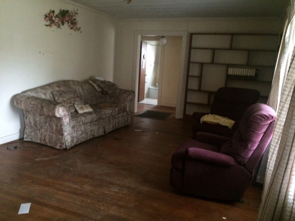 fixer upper home before picture-living room