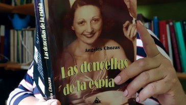 Life of Rosalinda Fox, by Angeles Chozas