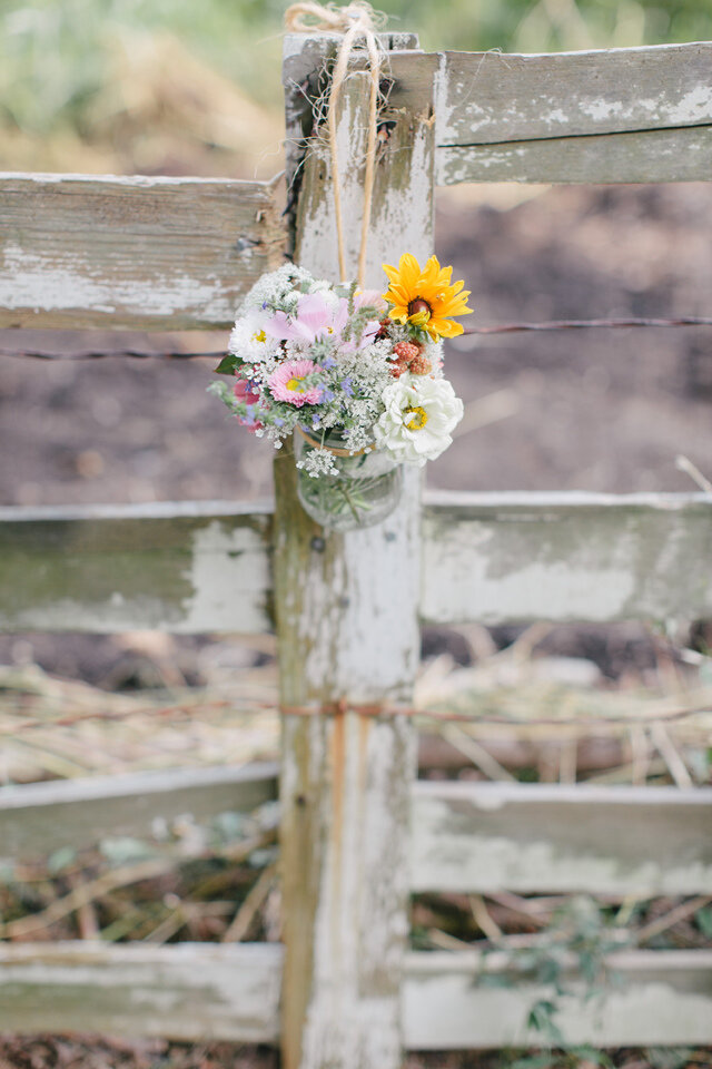Erin-and-James-fence-flowers
