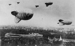 256px-barrage_balloons_over_london_during_world_war_ii