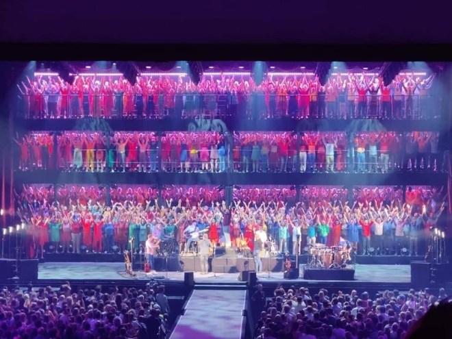 Bart Peeters zingen Lotto Arena in koor