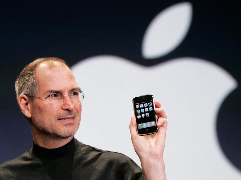 9 января 2007 года на конференции Macworld состоялось знаковое для компании Apple событие. Под гром аплодисментов зрителей Стив Джобс представил революционный продукт. Им стал смартфон iPhone.