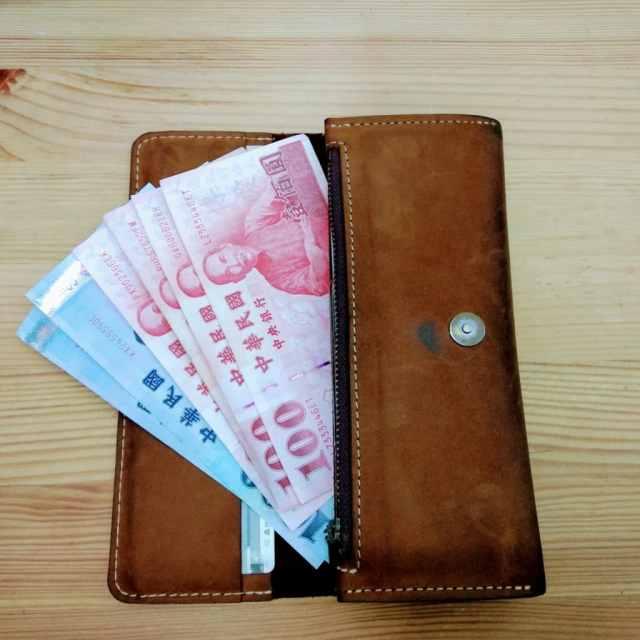 皮包內的紙鈔可以依大小,同方向排序