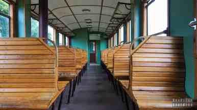 Wnętrze wagonu, Kolej Wąskotorowa w Rogowie, łódzkie