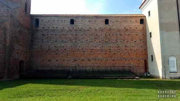 Dziedziniec zamku w Łęczycy, województwo łódzkie