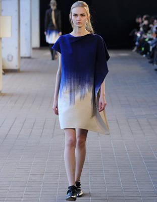 服は消費するものではなくまとうもの〜世界が注目するファッションブランドmatohu(まとう)の、ものづくりの魅力に迫る〜