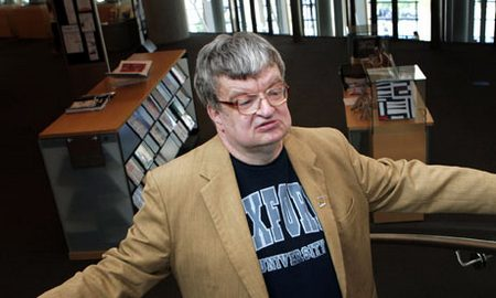 Kim Peek, inspiration for The Rain Man, surrounded (of course!) by books!