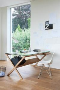 Japan Home Office Desk Furniture Inspiration | RealcoHomes