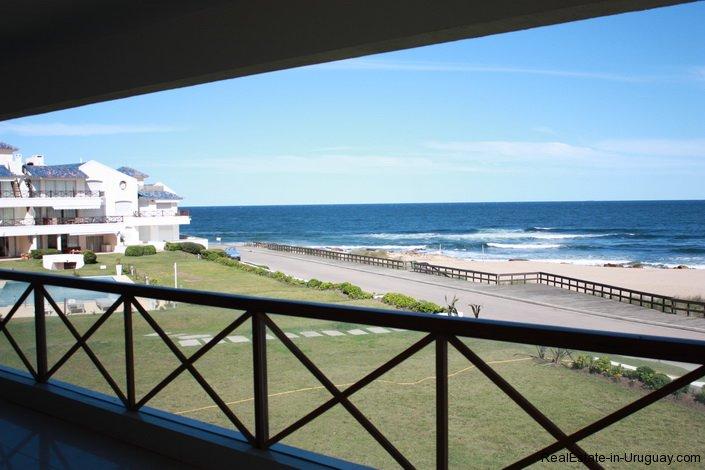34-Modern-Brand-New-Apartment-at-Bikini-Beach
