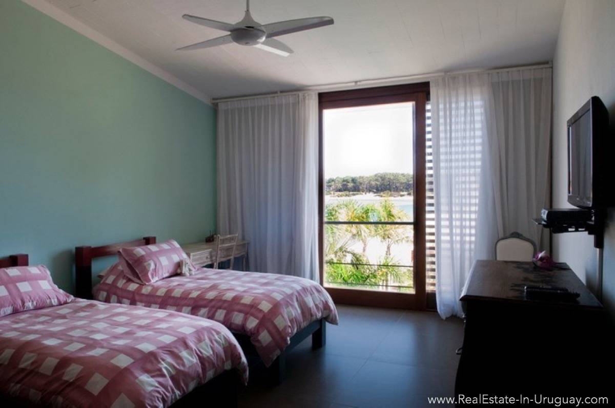 Modern Designer House - Guest Bedroom