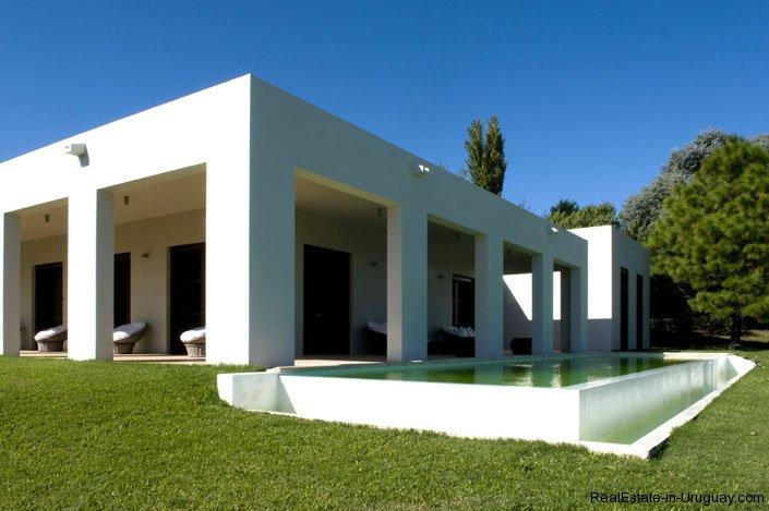 4021-Modern-Farmland-House-in-Laguna-del-Sauce-836