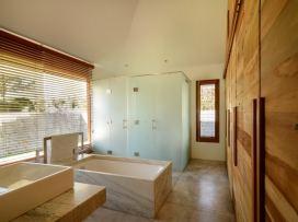 4716 Master Bathroom