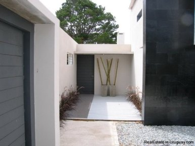 5099-Modern-Home-Near-Shopping-and-other-Amenities-2453