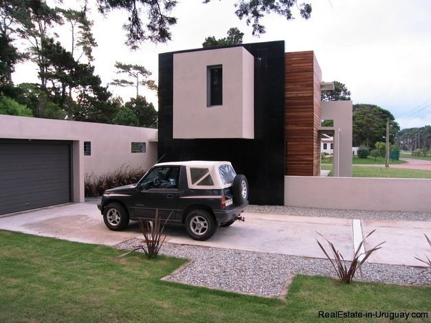 5099-Modern-Home-Near-Shopping-and-other-Amenities-2455