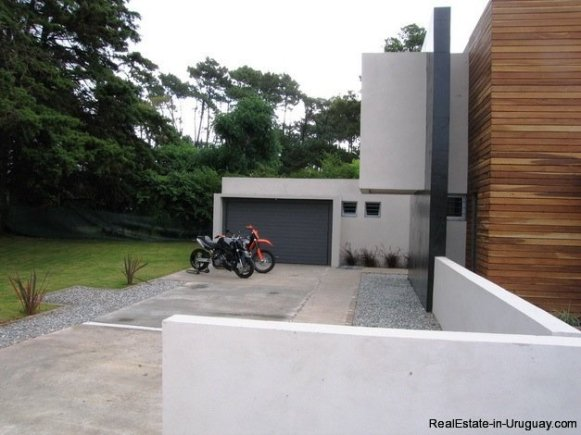 5099-Modern-Home-Near-Shopping-and-other-Amenities-2456
