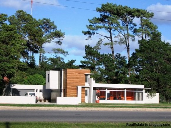 5099-Modern-Home-Near-Shopping-and-other-Amenities-2462