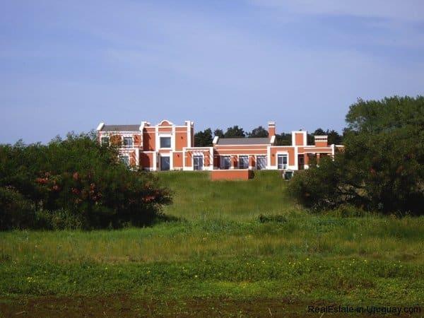 4554-Beautiful-Estate-directly-on-Laguna-del-Sauce-3110