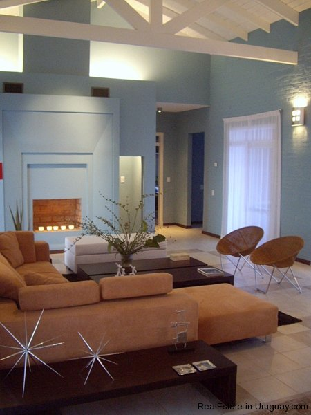 4554-Beautiful-Estate-directly-on-Laguna-del-Sauce-3118