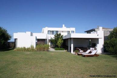 5103-Modern-Home-in-Club-de-Mar-close-to-the-Beach-2853