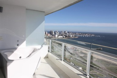 5205-Modern-Top-Floor-Apartment-with-Spectacular-Views-on-Mansa-3478