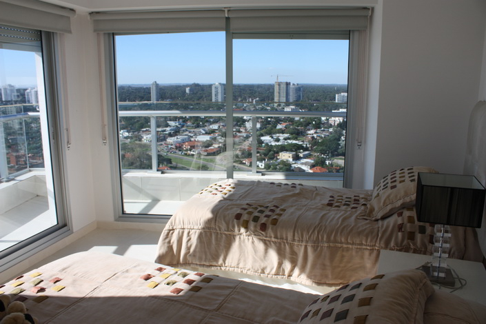 5205-Modern-Top-Floor-Apartment-with-Spectacular-Views-on-Mansa-3484