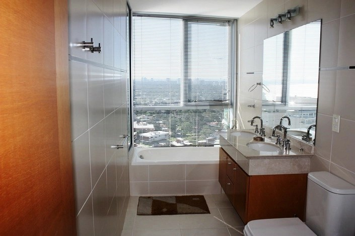 5205-Modern-Top-Floor-Apartment-with-Spectacular-Views-on-Mansa-3486