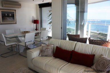5207-Bright-and-Modern-Home-close-to-the-Ocean-3520