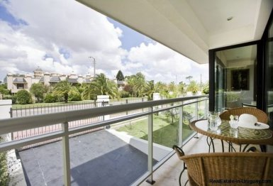 1137-Elegance-Design-and-Comfort-in-Carrasco-3909