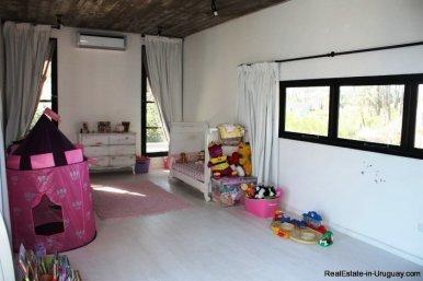 5242-Spectacular-Designer-Home-3760