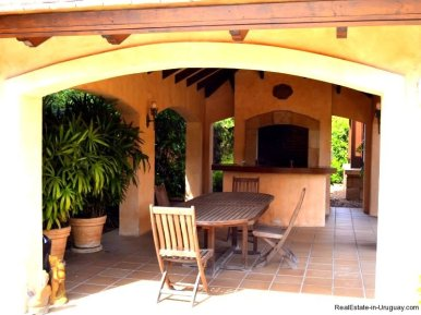 1352-Magnificent-Residence-in-Carrasco-4109