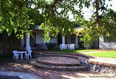 1281-Courtyard-of-Chacra-close-to-historical-town-Colonia-del-Sacramento