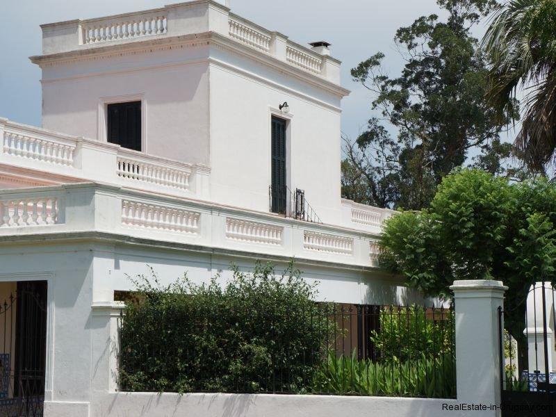 Front-of-Historical-Estancia-near-Casupa