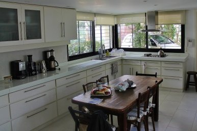 1001-Kitchen-of-Lake-House-in-Buceo-Area-Montevideo