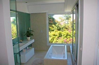 1019-Bathroom-of-Villa-near-Ocean-Carrasco-Montevideo