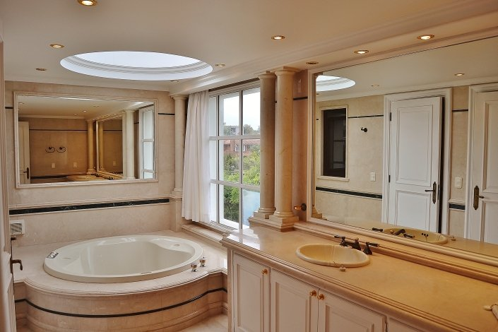 Bathroom-of-Large-Home-in-Buceo-Area-Montevideo
