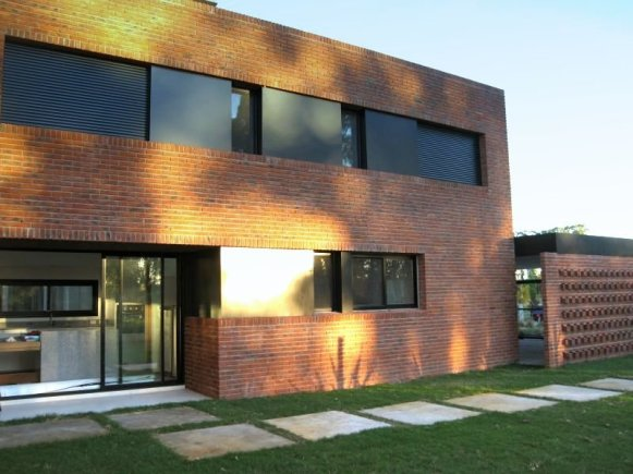 1338-Back-of-Modern-Home-in-Lagos-Montevideo
