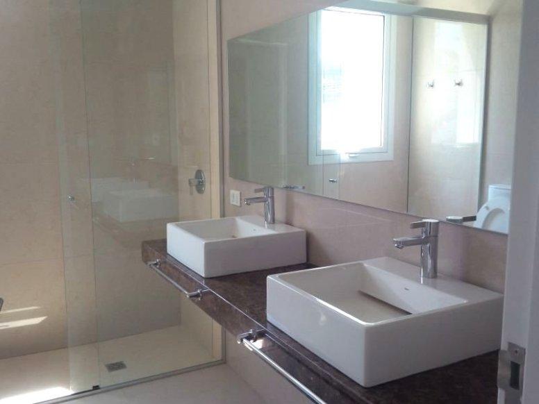 1349-Bathroom-of-New-Apartment-Punta-Gorda-Montevideo