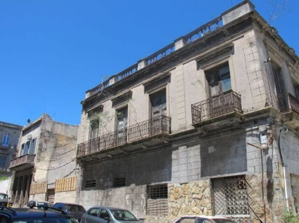 1422-Streetview-of-Historic-Building-Harbor-Area-Montevideo